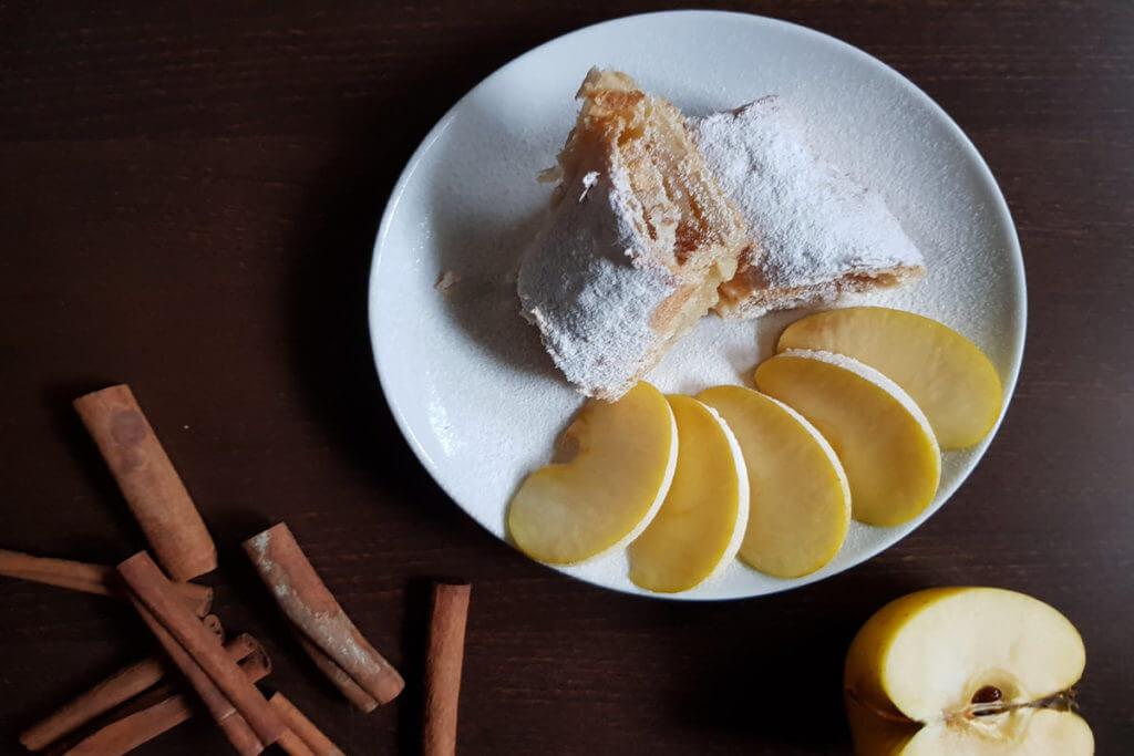Pita od lisnatog testa sa jabukama