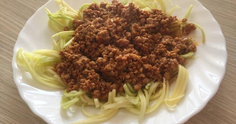 Špagete od tikvica sa bolonjez sosom