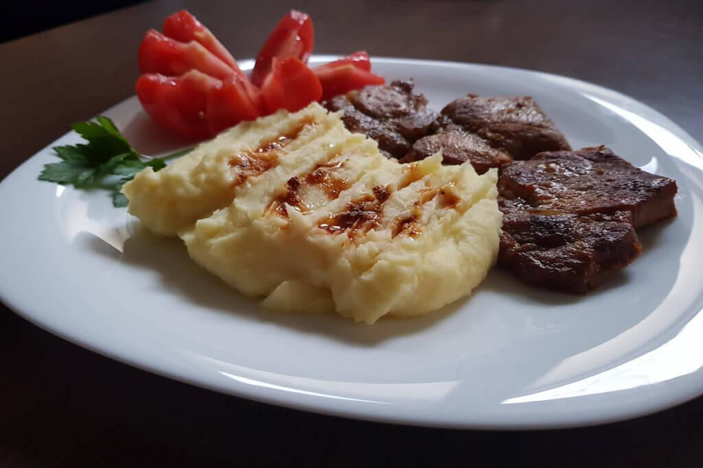 Teleći stek sa pire krompirom - Ručak